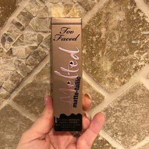 Too Faced Melted Matte-tallic Lipstick
